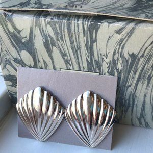 Vintage Avon SILVER PLATED FLUTED CHEVRON Earrings